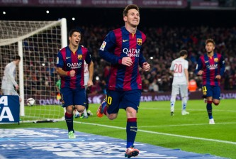 BARCELONA, SPAIN - JANUARY 21:  Lionel Messi of FC Barcelona celebrates after scoring his team's first goal during the Copa del Rey Quarter-Final First Leg match between FC Barcelona and Club Atletico de Madrid at Camp Nou on January 21, 2015 in Barcelona, Spain. (Photo by Alex Caparros/Getty Images)