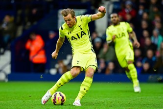 WEST BROMWICH, ENGLAND - JANUARY 31:  Harry Kane of Spurs scores his team's second goal during the Barclays Premier League match between West Bromwich Albion and Tottenham Hotspur at The Hawthorns on January 31, 2015 in West Bromwich, England.  (Photo by Stu Forster/Getty Images)
