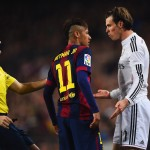 BARCELONA, SPAIN - MARCH 22:  Referee Antonio Miguel Mateu Lahoz intervenes as Neymar of Barcelona and Gareth Bale of Real Madrid CF clash during the La Liga match between FC Barcelona and Real Madrid CF at Camp Nou on March 22, 2015 in Barcelona, Spain.  (Photo by Alex Caparros/Getty Images)