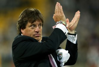 WELLINGTON, NEW ZEALAND - NOVEMBER 20:  Coach Miguel Herrera of Mexico applauds the crowd after the final whistle during leg 2 of the FIFA World Cup Qualifier match between the New Zealand All Whites and Mexico at Westpac Stadium on November 20, 2013 in Wellington, New Zealand.  (Photo by Hagen Hopkins/Getty Images)