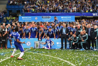 LONDON, ENGLAND - MAY 24: Didier Drogba and Chelsea players and staffs celebrate winning the Premier League title after the Barclays Premier League match between Chelsea and Sunderland at Stamford Bridge on May 24, 2015 in London, England.  (Photo by Laurence Griffiths/Getty Images)