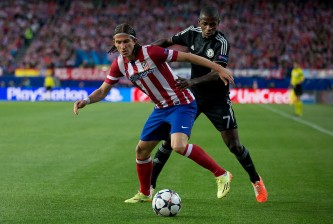 MADRID, SPAIN - APRIL 22: Filipe Luis (L) of Atletico de Madrid competes for the ball with Nascimento Ramires (R) of Chelsea FC during the UEFA Champions League Semi Final first leg match between Club Atletico de Madrid and Chelsea FC at Vicente Calderon Stadium on April 22, 2014 in Madrid, Spain.  (Photo by Gonzalo Arroyo Moreno/Getty Images)