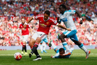 MANCHESTER, ENGLAND - AUGUST 22:  Javier Hernandez of Manchester United shoots at goal during the Barclays Premier League match between Manchester United and Newcastle United at Old Trafford on August 22, 2015 in Manchester, England.  (Photo by Julian Finney/Getty Images)