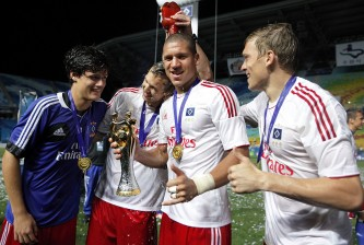 SUWON, SOUTH KOREA - JULY 22:  (L-R) Christian Noergaard, Matti Steinmann, Jeffrey Bruma and Artjoms Rudnevs of Hamburger celebrate with the trophy after winning the Peace Cup final match between Seongnam Ilhwa Chunma and Hamburger SV at Suwon World Cup Stadium on July 22, 2012 in Suwon, South Korea.  (Photo by Kiyoshi Ota/Getty Images)