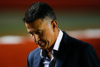 SAO PAULO, BRAZIL - JUNE 06: Juan Carlos Osorio, coach of Sao Paulo in action during the match between Sao Paulo and Gremio for the Brazilian Series A 2015 at Morumbi stadium on June 06, 2015 in Sao Paulo, Brazil. (Photo by Alexandre Schneider/Getty Images)