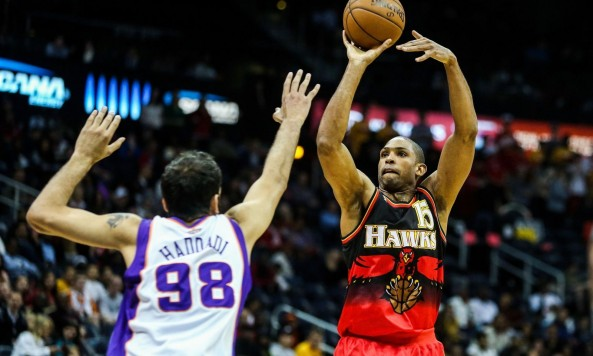 AlHorfordHawks_Suns031513