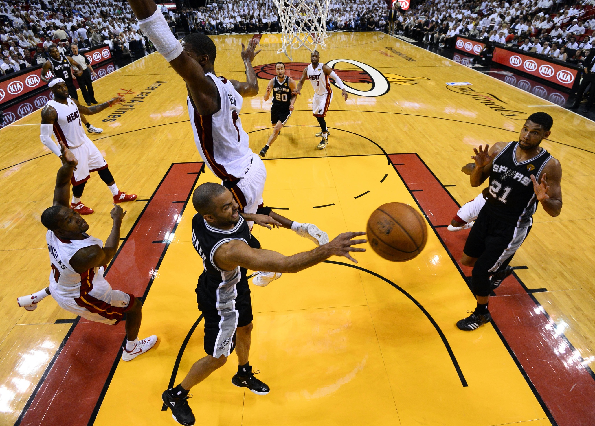 If you're an opponent, this  is what the Spurs do to your defense. If you're a fan of great basketball (and not a Heat partisan), the Spurs make your insides tingle with ecstasy when you see tic-tac-toe passing such as this.