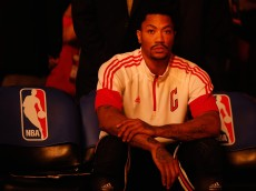 PHOENIX, AZ - JANUARY 30:  Derrick Rose #1 of the Chicago Bulls on the bench before the NBA game against the Phoenix Suns at US Airways Center on January 30, 2015 in Phoenix, Arizona. The Suns defeated the Bulls 99-93.  NOTE TO USER: User expressly acknowledges and agrees that, by downloading and or using this photograph, User is consenting to the terms and conditions of the Getty Images License Agreement.  (Photo by Christian Petersen/Getty Images)