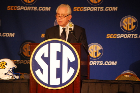 mike-slive-sec-commissioner