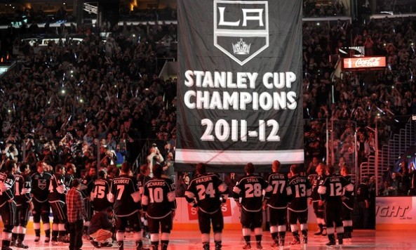 la kings banner raised
