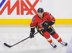 CALGARY, AB - OCTOBER 28: Devin Setoguchi #22 of the Calgary Flames in action against the Montreal Canadiens during an NHL game at Scotiabank Saddledome on October 28, 2014 in Calgary, Alberta, Canada. The Canadiens defeated the Flames 2-1 in shootout. (Photo by Derek Leung/Getty Images)