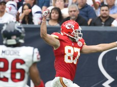 HOUSTON, TX - SEPTEMBER 13: Travis Kelce #87 of the Kansas City Chiefs scores a touchdown against the Houston Texans in the first quarter in a NFL game on September 13, 2015 at NRG Stadium in Houston, Texas. (Photo by Scott Halleran/Getty Images)
