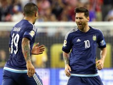 HOUSTON, TX - JUNE 21:  Lionel Messi #10 of Argentina celebrates with Ever Banega #19 after scoring a goal on a free kick in the first half against the United States during a 2016 Copa America Centenario Semifinal match at NRG Stadium on June 21, 2016 in Houston, Texas.  (Photo by Scott Halleran/Getty Images)
