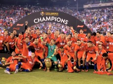 EAST RUTHERFORD, NJ - JUNE 26:  Chile celebrates the win over Argentina during the Copa America Centenario Championship match at MetLife Stadium on June 26, 2016 in East Rutherford, New Jersey.Chile defeated Argentina 0-0 with the 4-2 win in the shootout.  (Photo by Elsa/Getty Images)