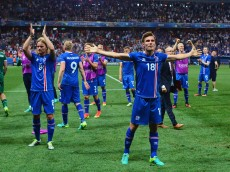 NICE, FRANCE - JUNE 27: Elmar Bjarnason (R) and Iceland players celebrate after the UEFA EURO 2016 round of 16 match between England and Iceland at Allianz Riviera Stadium on June 27, 2016 in Nice, France.  (Photo by Dan Mullan/Getty Images)