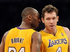 LOS ANGELES, CA - JANUARY 04:  Kobe Bryant #24 of the Los Angeles Lakers and Luke Walton #4 talk during the game against the Detroit Pistons at the Staples Center on January 4, 2011 in Los Angeles, California. NOTE TO USER: User expressly acknowledges and agrees that, by downloading and or using this photograph, User is consenting to the terms and conditions of the Getty Images License Agreement.  (Photo by Harry How/Getty Images)