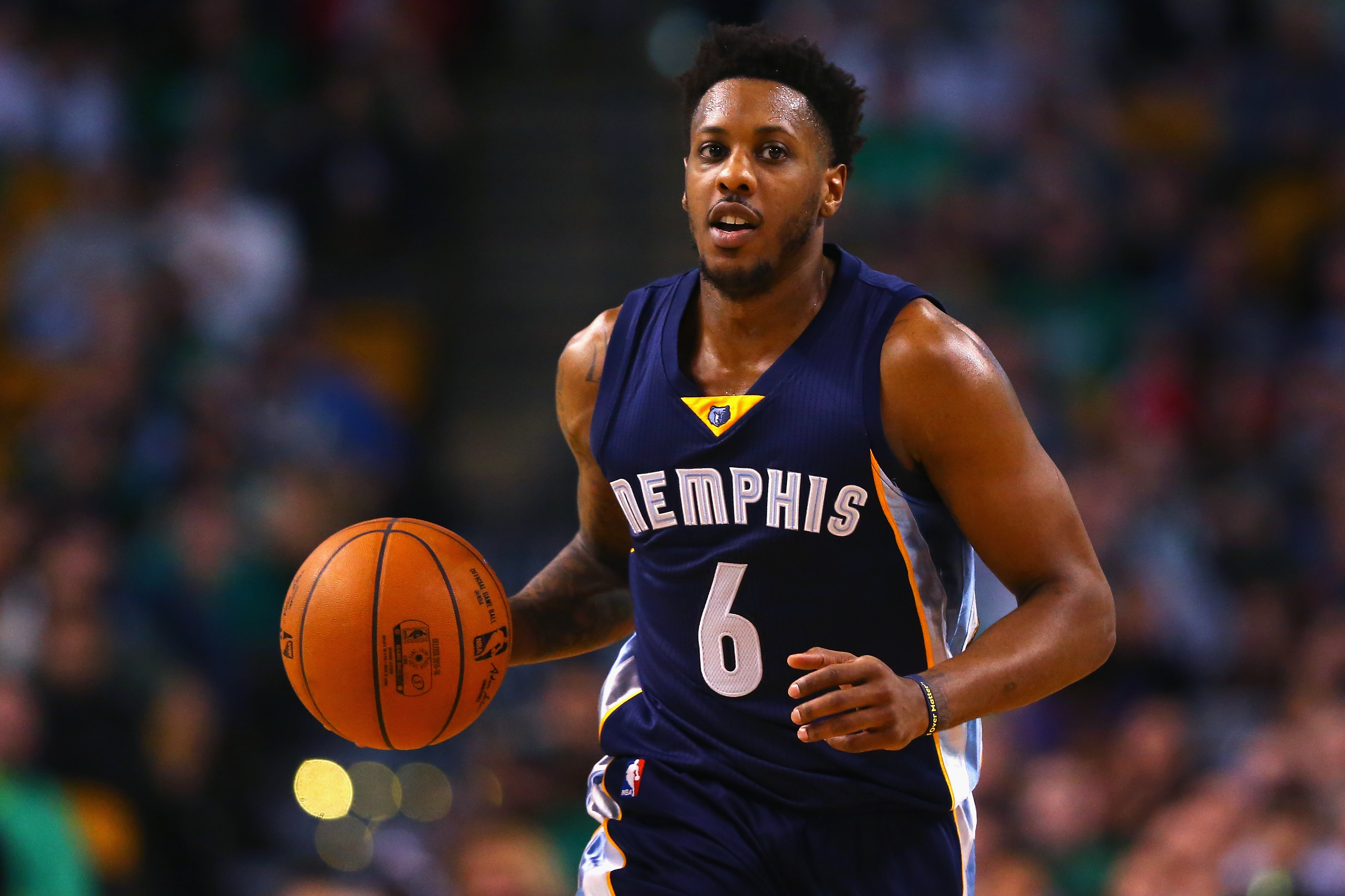 BOSTON, MA - MARCH 09:  Mario Chalmers #6 of the Memphis Grizzlies dribbles against the Boston Celtics  during the second quarter at TD Garden on March 9, 2016 in Boston, Massachusetts.NOTE TO USER: User expressly acknowledges and agrees that, by downloading and/or using this photograph, user is consenting to the terms and conditions of the Getty Images License Agreement.  (Photo by Maddie Meyer/Getty Images)