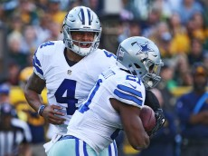 GREEN BAY, WI - OCTOBER 16:  Ezekiel Elliott #21 takes the handoff from Dak Prescott #4 of the Dallas Cowboys during the second quarter at Lambeau Field on October 16, 2016 in Green Bay, Wisconsin.  (Photo by Dylan Buell/Getty Images)