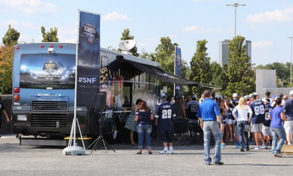 USAToday NBC SNF Fan bus lowres (640x454)