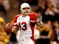 NEW ORLEANS - JANUARY 16:  Quarterback Kurt Warner #13 of the Arizona Cardinals looks to pass against the New Orleans Saints during the NFC Divisional Playoff Game at Louisana Superdome on January 16, 2010 in New Orleans, Louisiana. The Saints won 45-14.  (Photo by Ronald Martinez/Getty Images)