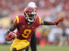 LOS ANGELES, CA - OCTOBER 20:  Wide receiver Marqise Lee #9 of the USC Trojans carries the ball against the Colorado Buffaloes at Los Angeles Memorial Coliseum on October 20, 2012 in Los Angeles, California.  (Photo by Jeff Gross/Getty Images)