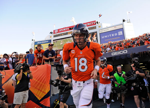 Peyton-Manning-Tunnel-Broncos