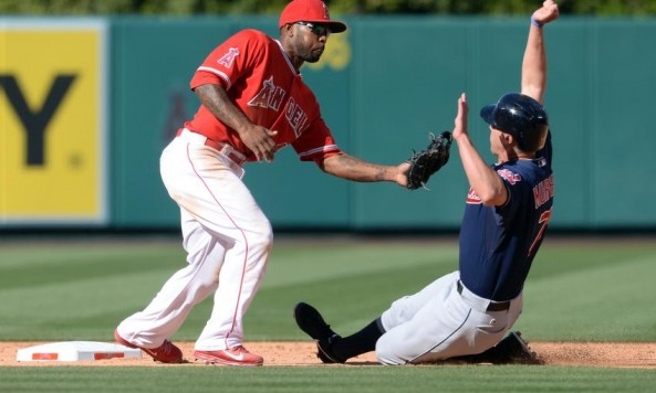 howie-kendrick-david-murphy-mlb-cleveland-indians-los-angeles-angels[1]