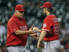 mike-scioscia-c.j.-wilson-mlb-los-angeles-angels-houston-astros-850x560[1]