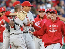 mlb_g_angelswin_668[1]