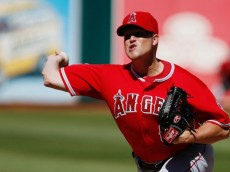 vinnie-pestano-mlb-los-angeles-angels-oakland-athletics-850x560[1]