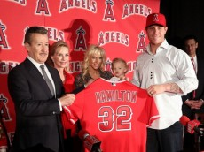 ANAHEIM, CA - DECEMBER 15:  Josh Hamilton #32 of the Los Angeles Angels of Anaheim (R) holds up his new jersey with Angels Owner Arte Moreno during the press conference introducing Hamilton as the team's newest player as wife Katie, daughter Stella Faith and Carole Moreno look on from the background at ESPN Zone at Downtown Disney on December 15, 2012 in Anaheim, California.  (Photo by Victor Decolongon/Getty Images)