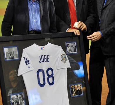 dr-frank-jobe-tommy-john-and-orel-hershiser-2008-mlb-san-diego-padres-at-los-angeles-dodgers-1-10-september-23-2008-nPUZCd