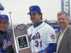 FLUSHING, NY - APRIL 27:  Mike Piazza #31, manager Bobby Valentine #2 (L), and general manager Steve Phillips pose for a portrait with the Sporting News Hillerich & Bradsby C. Silver Slugger Award, prior to the game against the Cincinnati Reds at Shea Stadium in Flushing, New York, on April 27, 2000.  Piazza is the 1999 recipient of the award. The Reds won 2-1. (Photo by Ezra Shaw/Getty Images)