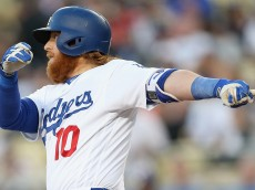 LOS ANGELES, CALIFORNIA - MAY 12:  Justin Turner #10 of the Los Angeles Dodgers hits an RBI single in the first inning against the New York Mets at Dodger Stadium on May 12, 2016 in Los Angeles, California.  (Photo by Stephen Dunn/Getty Images)