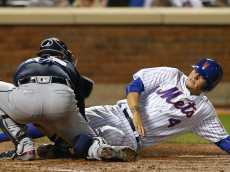 NEW YORK, NY - JUNE 18: Wilmer Flores #4 of the New York Mets is tagged out at the plate by catcher Tyler Flowers #25 of the Atlanta Braves during the ninth inning of a game at Citi Field on June 18, 2016 in the Flushing neighborhood of the Queens borough of New York City. Flores attempted to score from first base on a double by James Loney #28. The Braves defeated the Mets 4-3. (Photo by Rich Schultz/Getty Images)