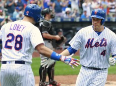 NEW YORK, NY - JULY 06: Wilmer Flores #4 of the New York Mets is congratulated by James Loney #28 after he hit a home run against the Miami Marlins in a game at Citi Field on July 6, 2016 in the Flushing neighborhood of the Queens borough of New York City. (Photo by Rich Schultz/Getty Images)