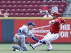 CINCINNATI, OH - SEPTEMBER 07: Kelly Johnson #55 of the New York Mets tags out Scott Schebler #43 of the Cincinnati Reds trying to steal second base in the second inning at Great American Ball Park on September 7, 2016 in Cincinnati, Ohio. (Photo by Joe Robbins/Getty Images)