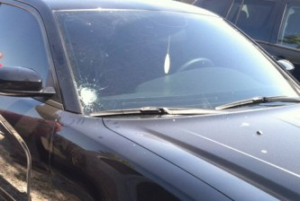 Maikel Franco cracks Galvis windshield