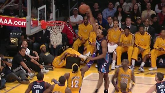 henderson-dunks-on-dwight-howard