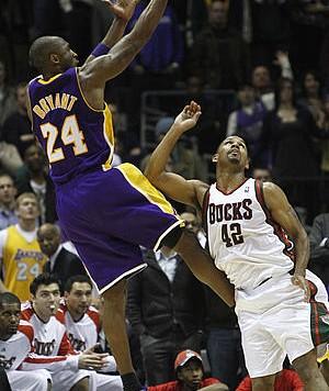 LakersBucks111610PR