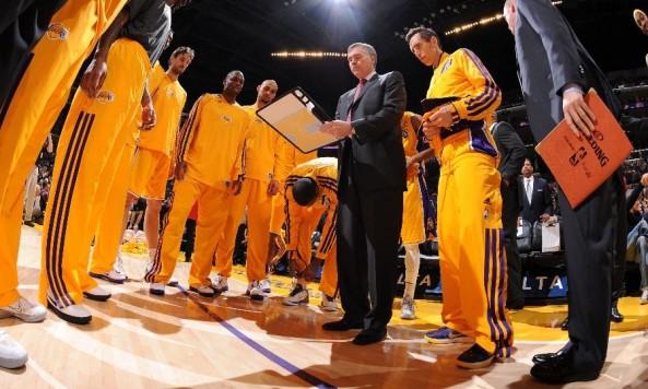 LakersHuddle_Gold