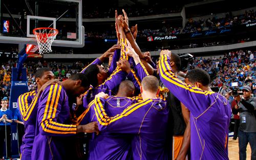 LakersHuddle_Purple