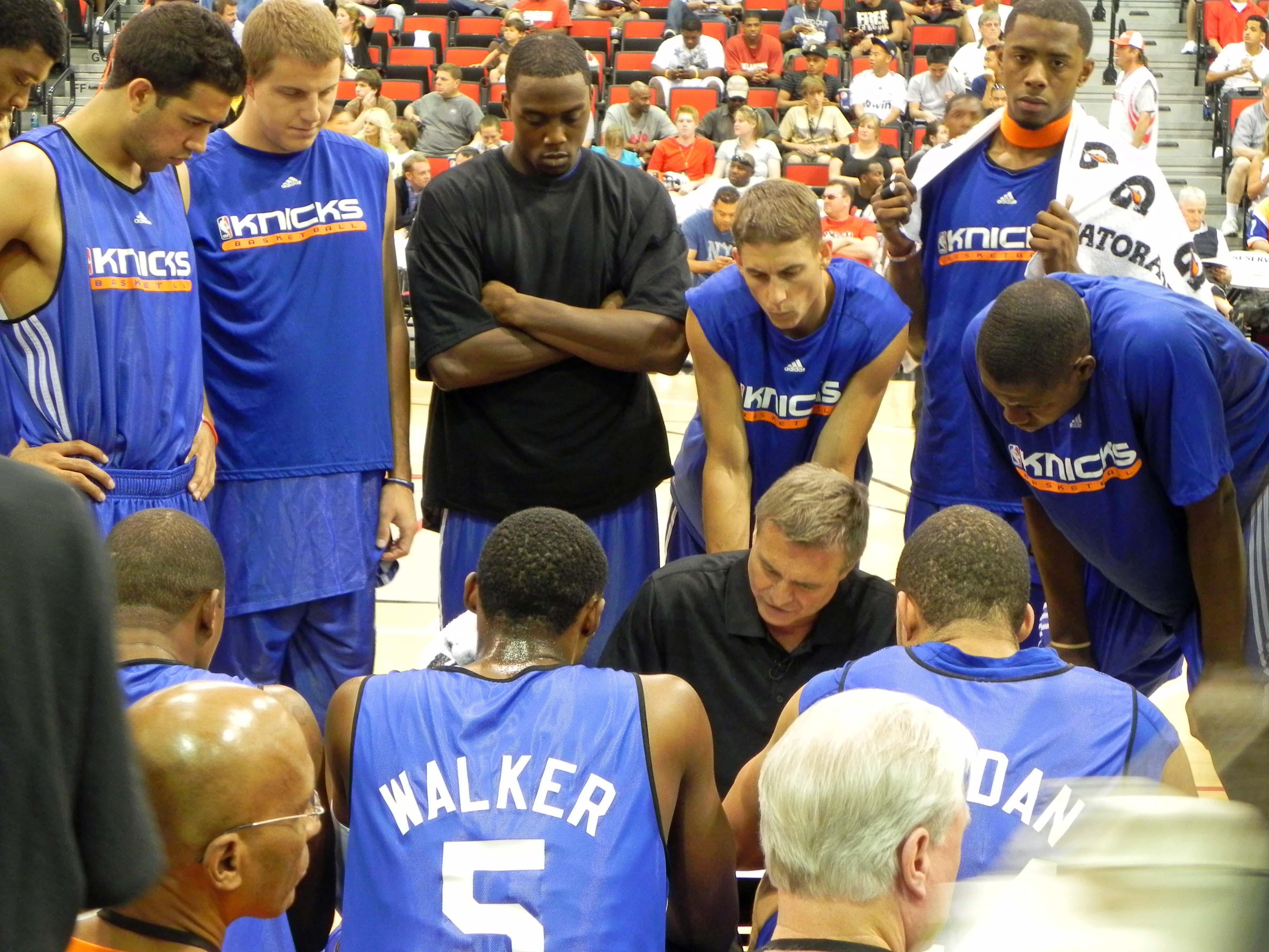 Knicks_Huddle