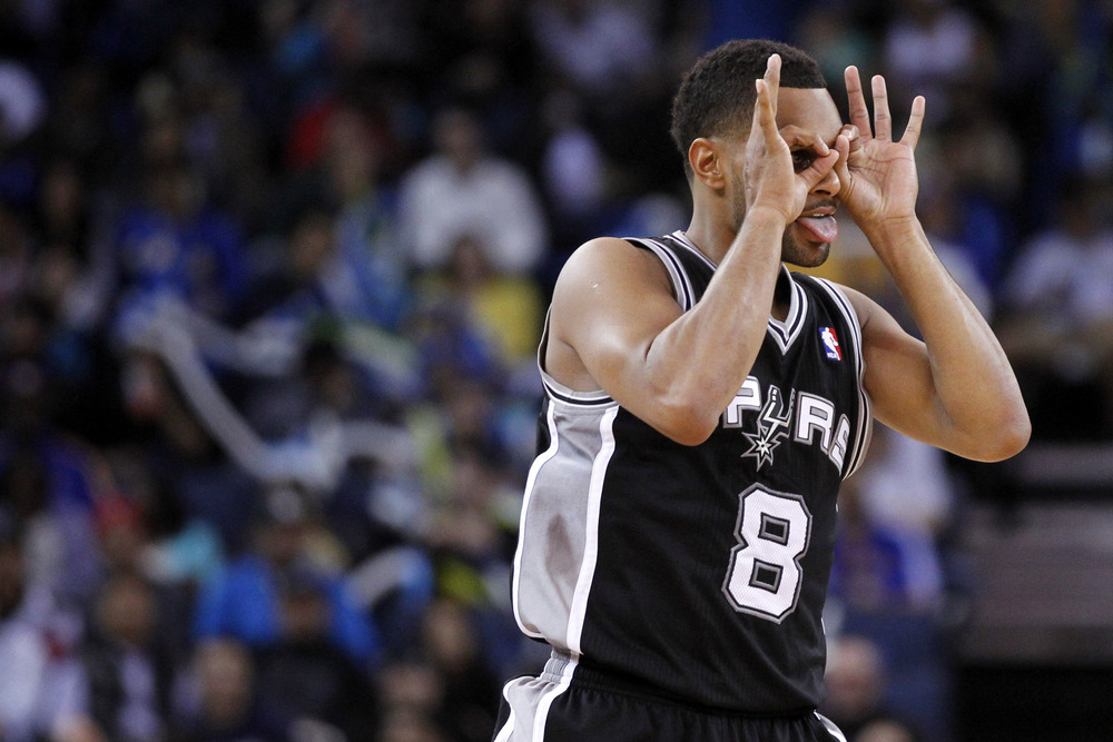 Patty_mills_spurs_three_goggles