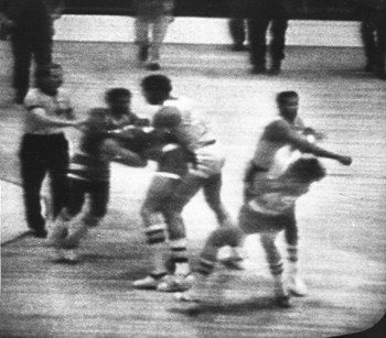 kermit washington punching rudy tomjanovich