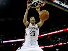 Anthony Davis dunks vs Lakers