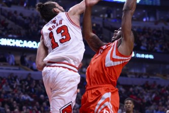 Joakim Noah attempts to block Terrence Jones