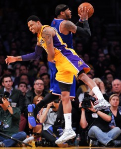 Carmelo Anthony fouled by Kent Bazemore
