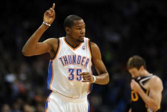 Kevin Durant celebrates