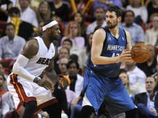 kevin love posts up lebron james